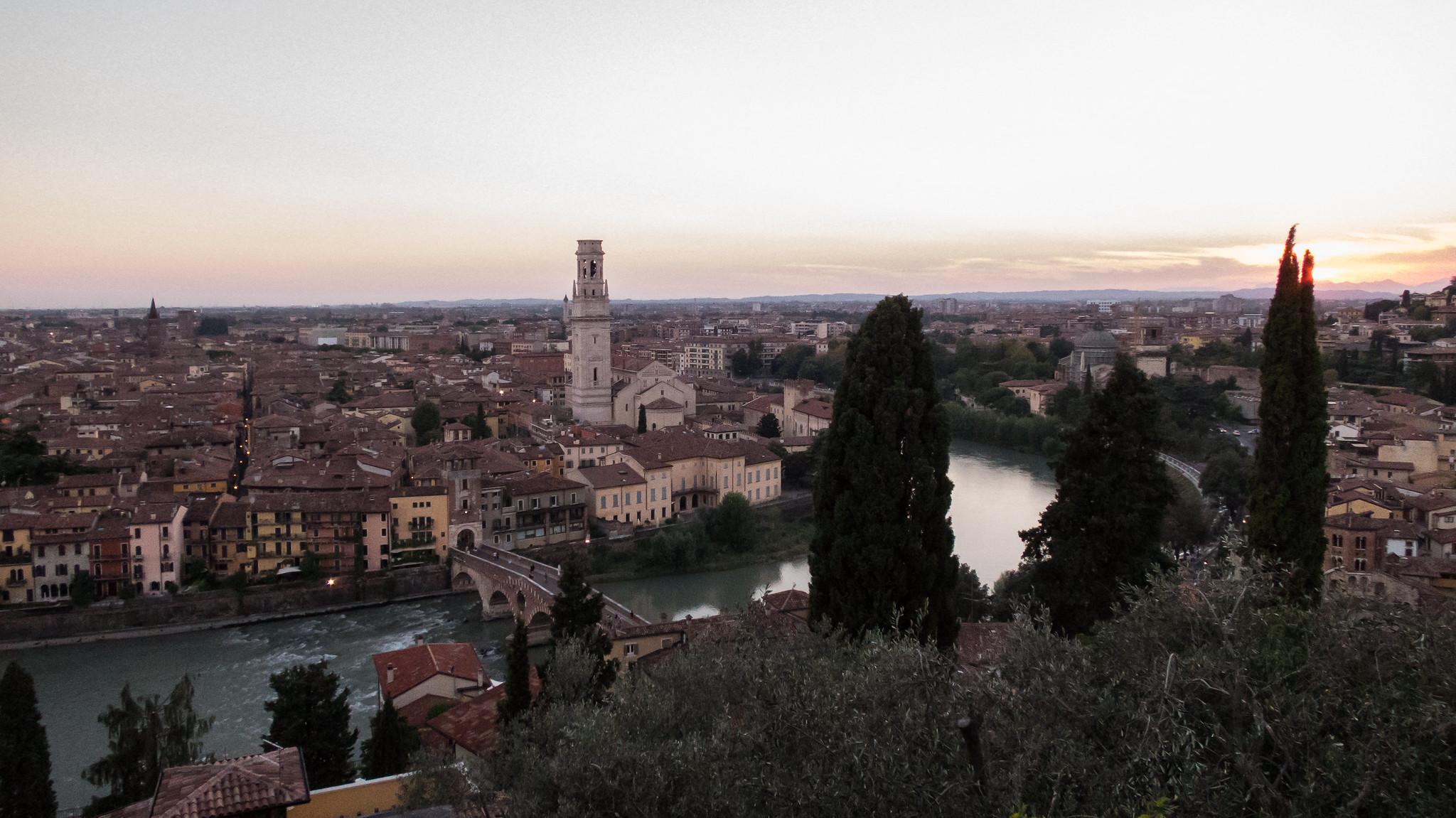Verona al tramonto da un punto panoramicoAl Tramonto