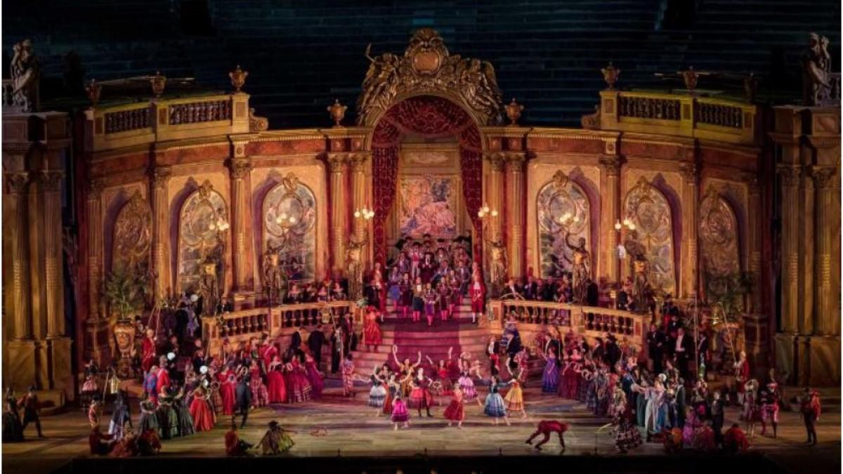 La Traviata in scena all'Arena di Verona