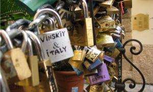 I lucchetti nel Pozzo dell'Amore a Verona
