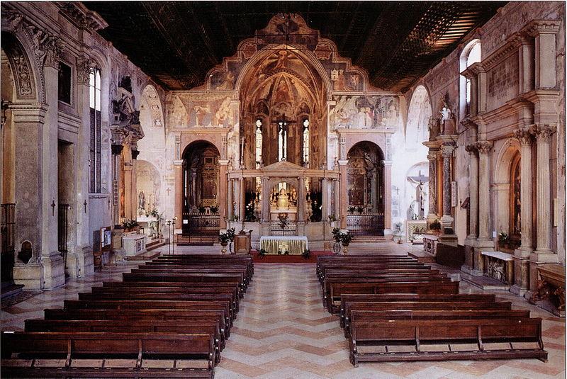 Interno Della Chiesa Di San Fermo Maggiore