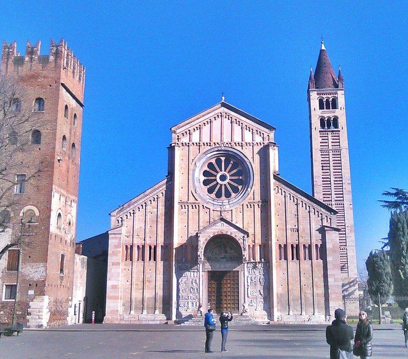 La facciata della Basilica di San Zeno