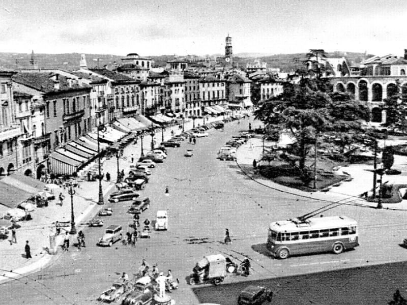 foto in bianco e nero di piazza Bra