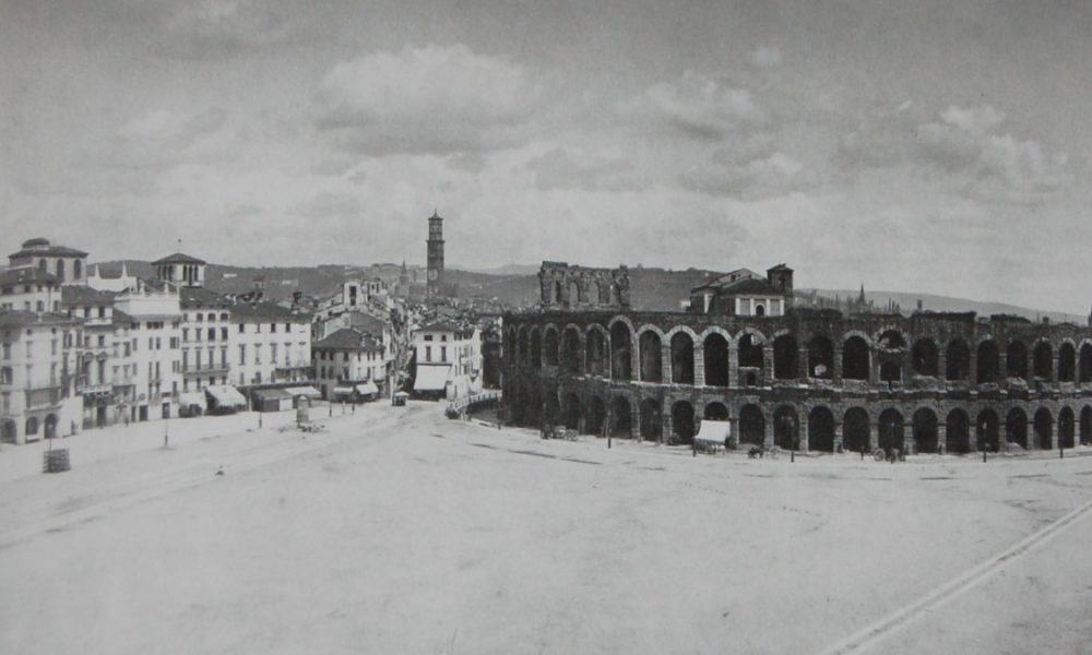 Piazza Bra: una foto antica in bianco e nero