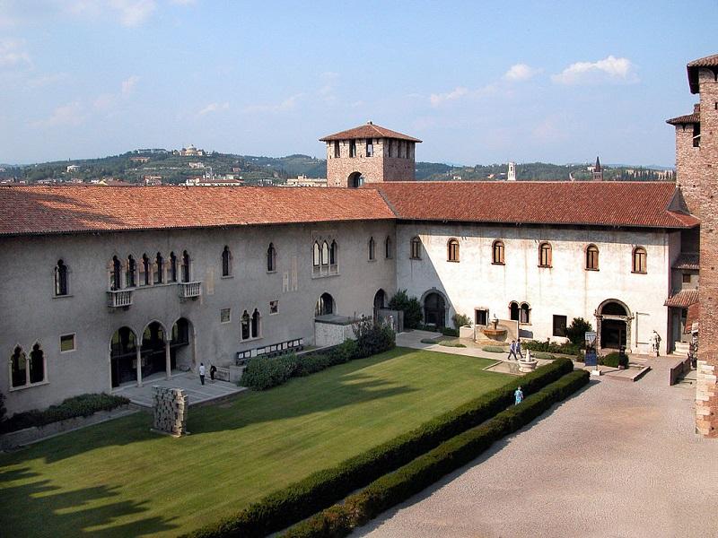 Castelvecchio Cortile