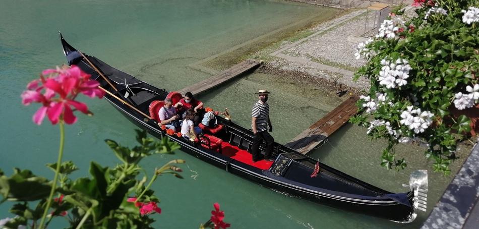 Marco Donatelli Zamboni Con I Turisti