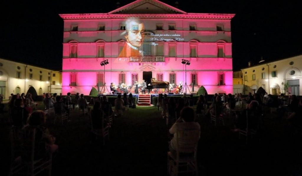 Villa Vecelli Cavriani Durante Uno Spettacolo Della Fondazione Discanto