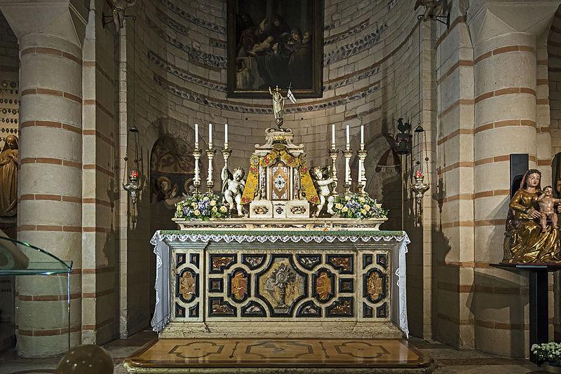 Arche Scaligere - particolare dell'altare di Santa Maria Antica
