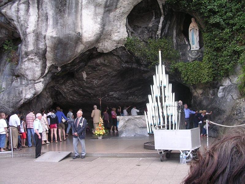 Immacolata La Grotta Di Lourdes meta di tanti pellegrinaggi