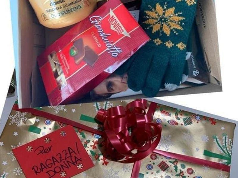 Le Scatole Di Natale Un Esempio destinato ad una ragazza.