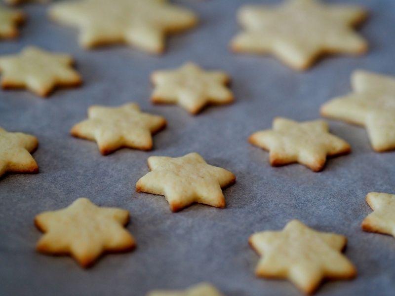 Preparazione Frolle Di Santa Lucia - biscotti di frolla a forma di stella senza lo zucchero a velo