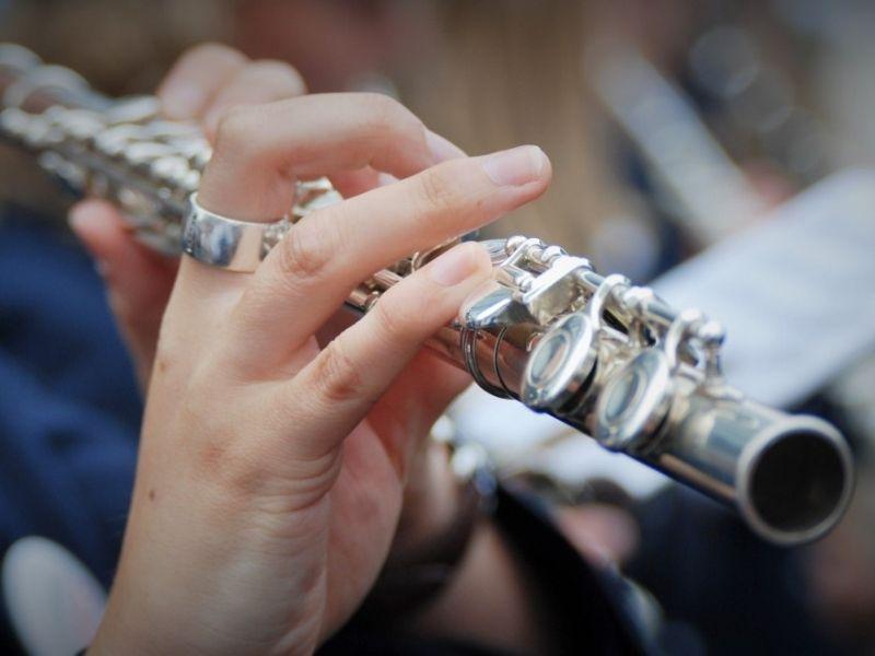 Un Flauto Traverso Che Suona Durante Le Prove
