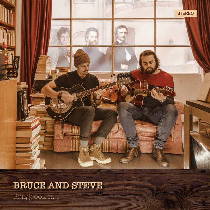 Copertina dell'album con i due musicisti seduti su un divano in libreria finché suonano la chitarra.