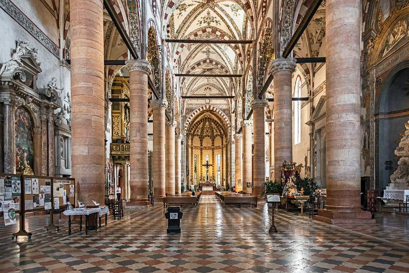 Interno della Basilica di Santa Anastasia