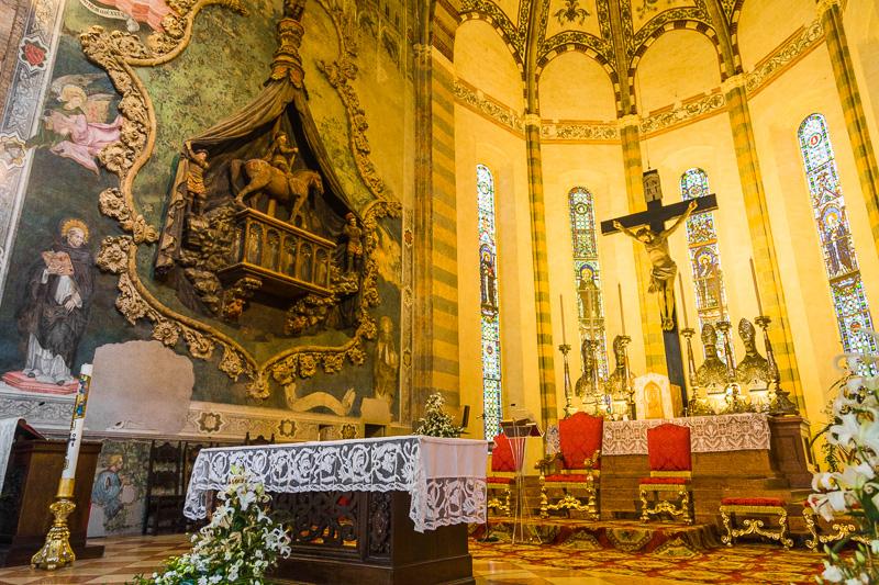 Uno degli altari della Basilica