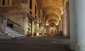 Anima Gotica Portici Basilica