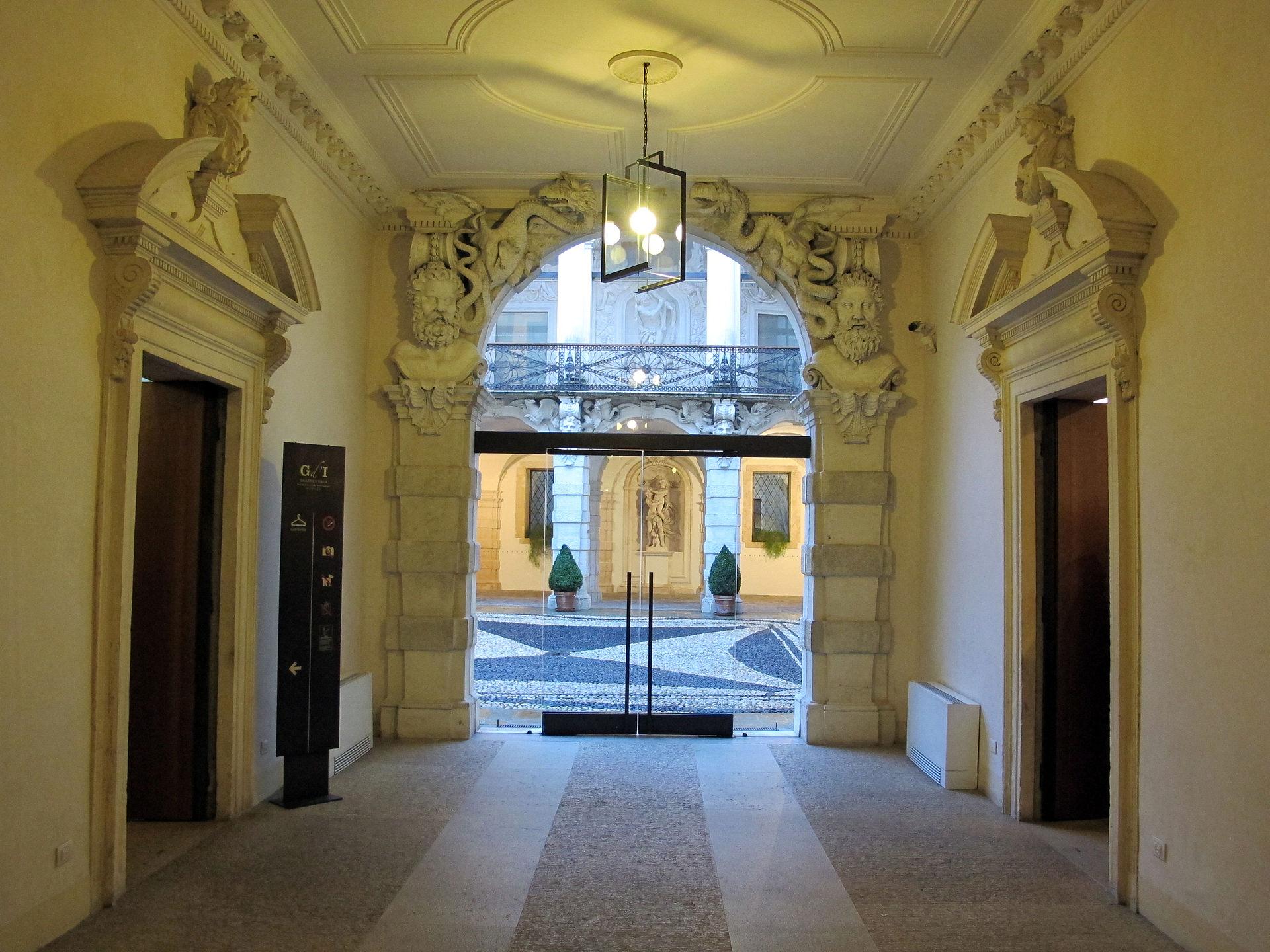 Palazzo Leoni Montanari 01