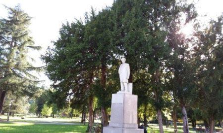 Fogazzaro Statua