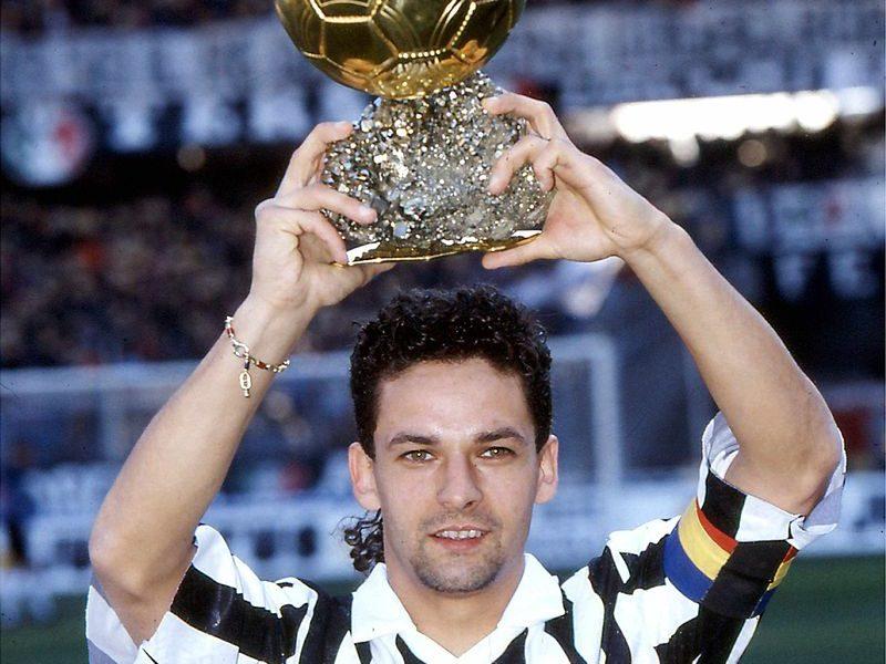 Roberto Baggio - Baggio eleva il Pallone D'oro