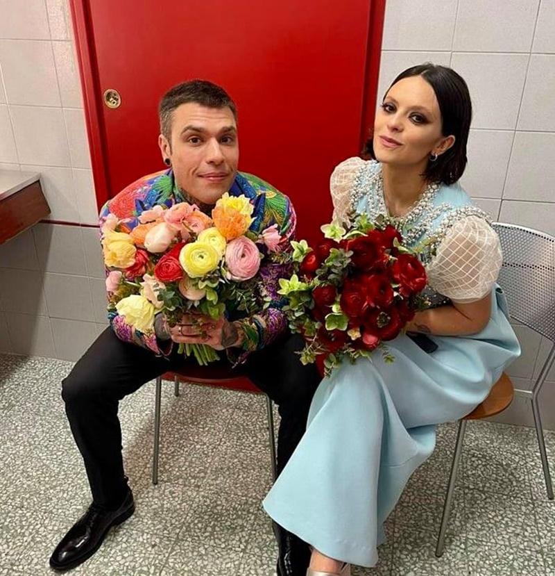 Fedez/Michielin -  E Michielin con i fiori