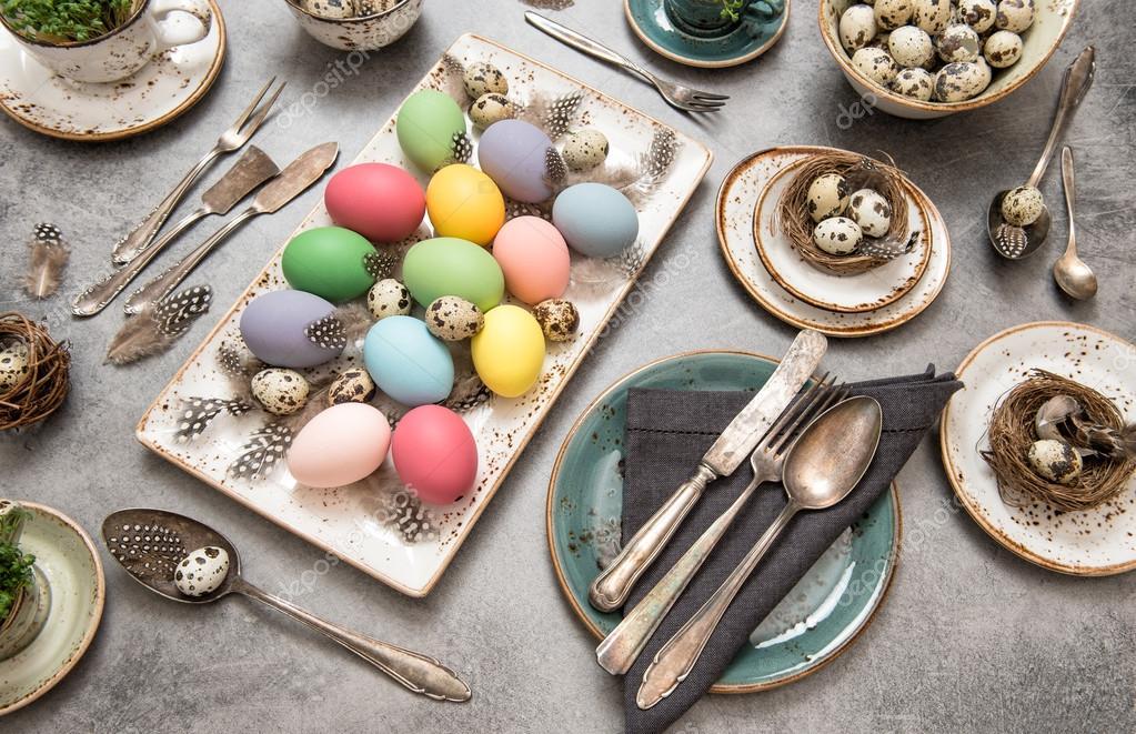 Xe Pasqua Xe Pasqua - Pranzo Con Uova Colorate a tavola