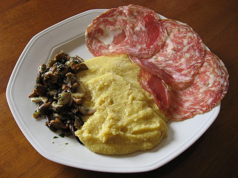 La sopressa vicentina - Salume Di Vicenza in piatto di portata