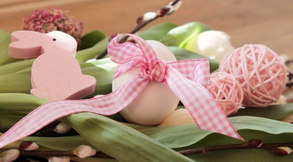 Tradizioni pasquali venete - Uova E Nastrino Rosa attorno