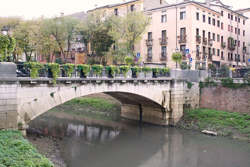 Passeggiando per Vicenza - Ponte San Paolo visto da ovest